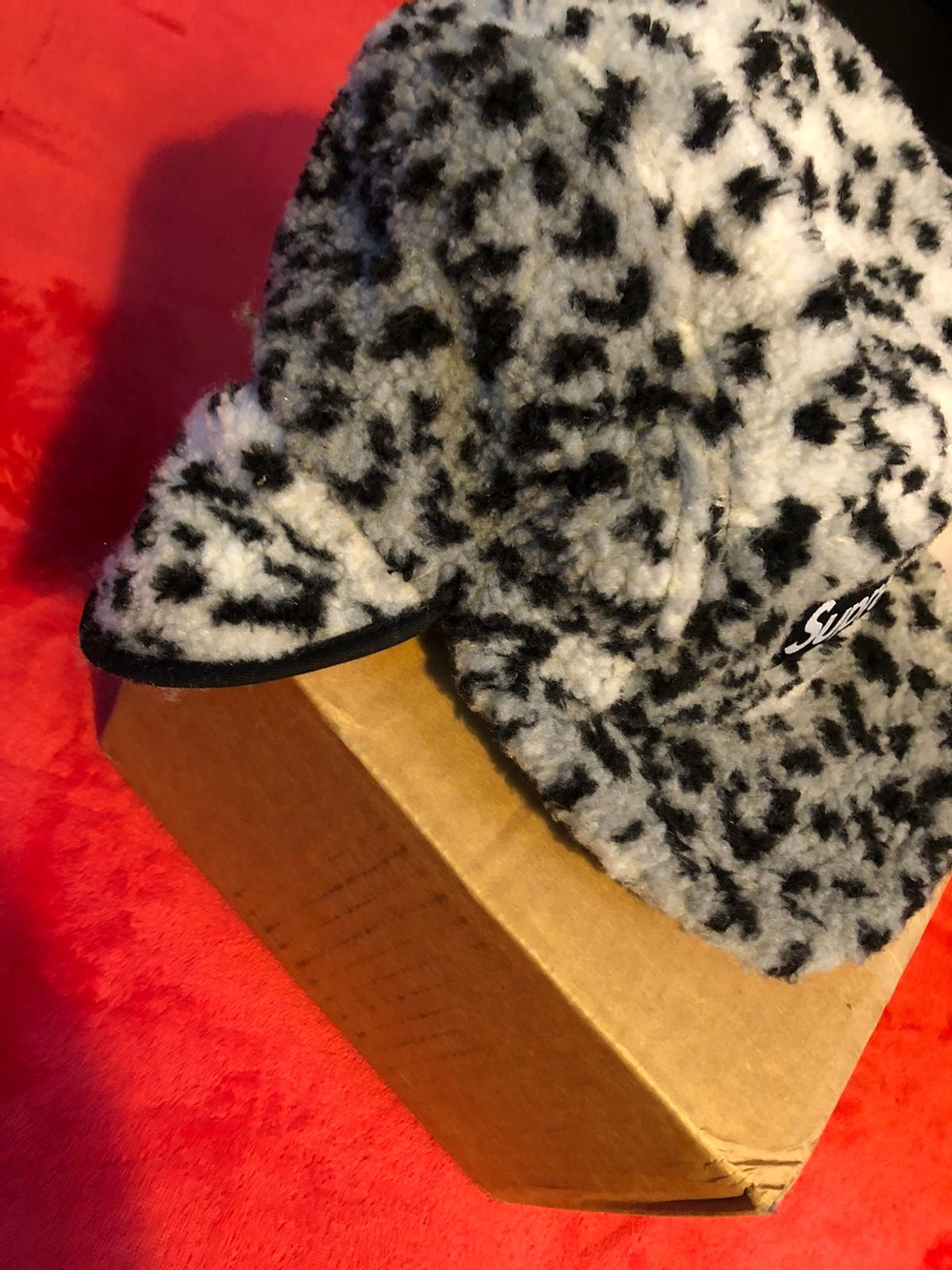 -Boxed and has a original supreme bag -Never worn -Leopard polar pattern