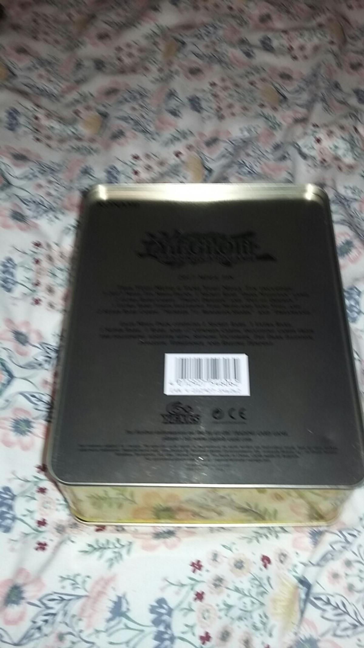 Empty Yugioh! Tin. Good condition and a lot of room to store things. Do not hesitate to contact me and we may be able to negotiate on a fair price. Delivery may vary depending on your location.