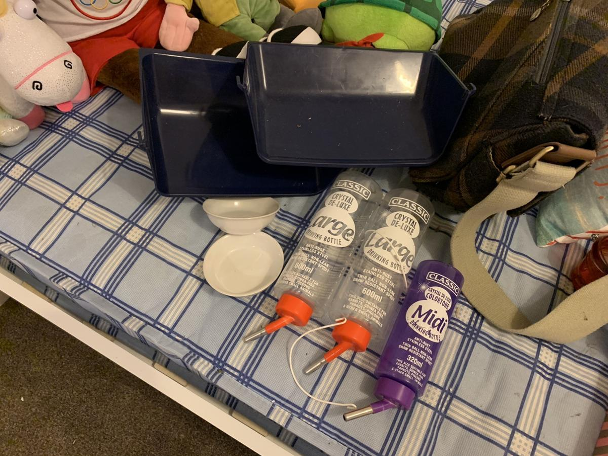 X2 large water bottles with cage clips X1 medium water bottle - NO clip to attach to cage X2 white feeding bowls X2 large hay boxes - they just slide on to cage - make sure your cage is big enough to accommodate  SECOND HAND - sold as seen in pics.  Collection only - Willenhall area