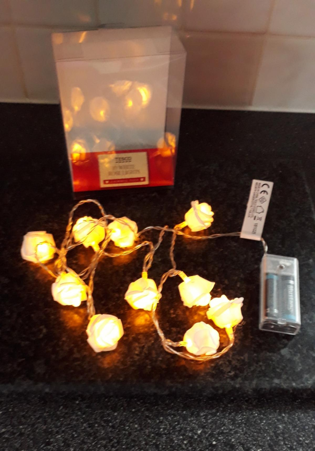 *POSTAGE IS AVAILABLE* SELLING: 10 X LIGHT ROSES COME WITH BATTERIES & BOXED. WARM GLOW COLOUR BOUGHT, BUT NOT USED. ALL WORKING FINE.. SEE ALL PHOTOS..