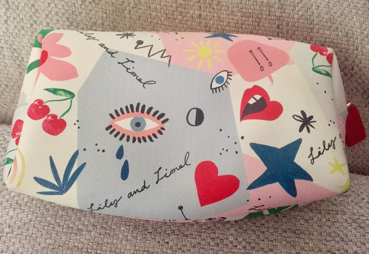 An official Elemis Cosmetic Bag that has never been used and it a good size to fit plenty of makeup in.