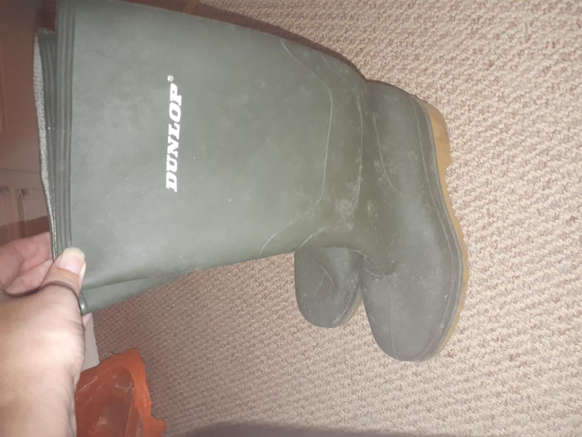 Peppa pig sandles size 8 never worn £5 Pink sandles never worn size 9 £5 Frozen wellies, does have my daughter's name crossed out inside size 11 £5 Dunlop wellies size 1 £5 From a smoke and pet free home B30