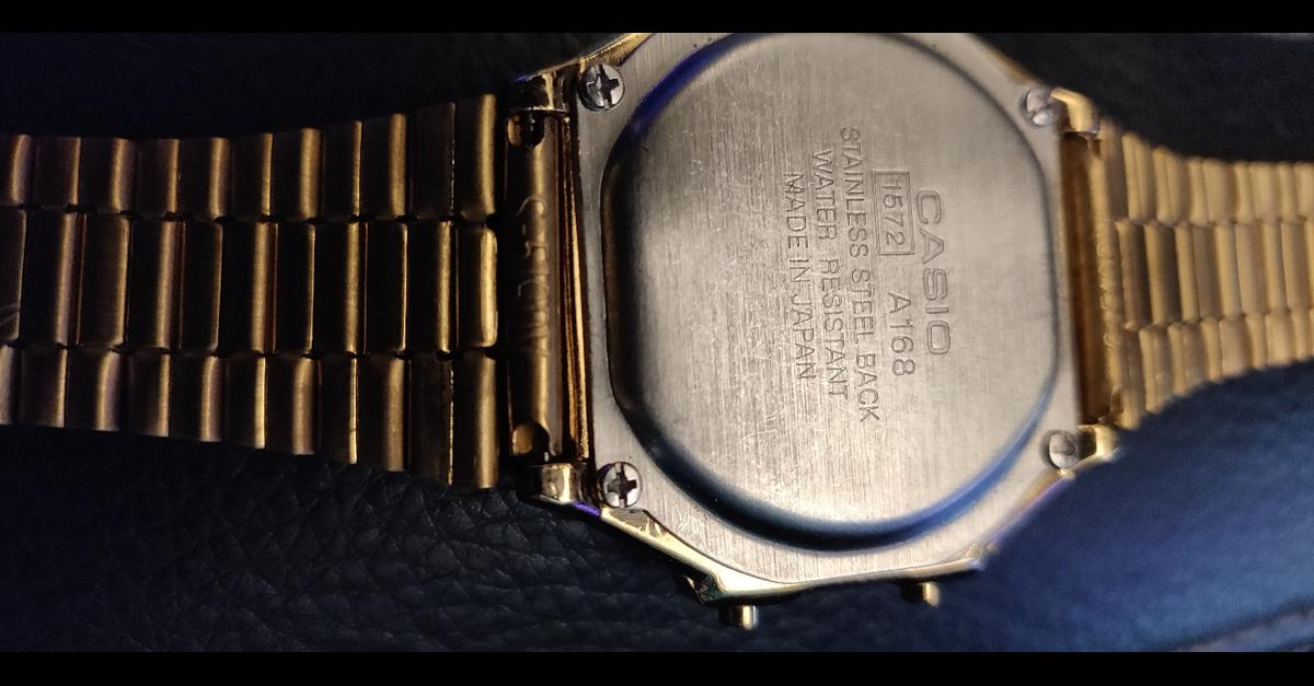 I have original Gold Casino watch condition of is like brand new as bought once put on my hand didn't like never been used its have bracelet which fits all types of person