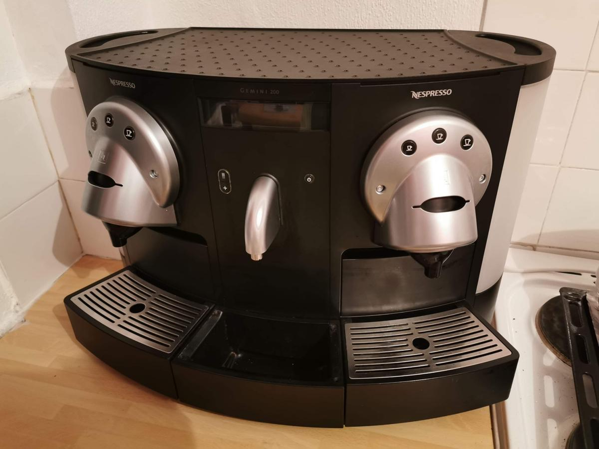 In very good condition/Slightly used! Gemini CS 200 PRO fromNespressocombines forward-thinking technology and a double head for preparing two coffees simultaneously. The extraction process is optimised by the compact technology of this innovative Nespresso machine giving the best coffee flavour and texture. Fully automated and with multiple functions, it has 3 programmable cup sizes: Ristretto, Espresso and Lungo. Price ONO...Can delivery locally for extra charge!