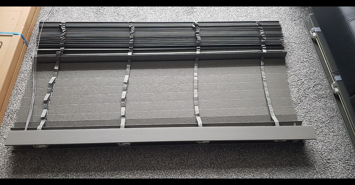 B Q Lone Grey Woodgrain Venetian Blinds X 2 In Winwick For 40 00 For Sale Shpock