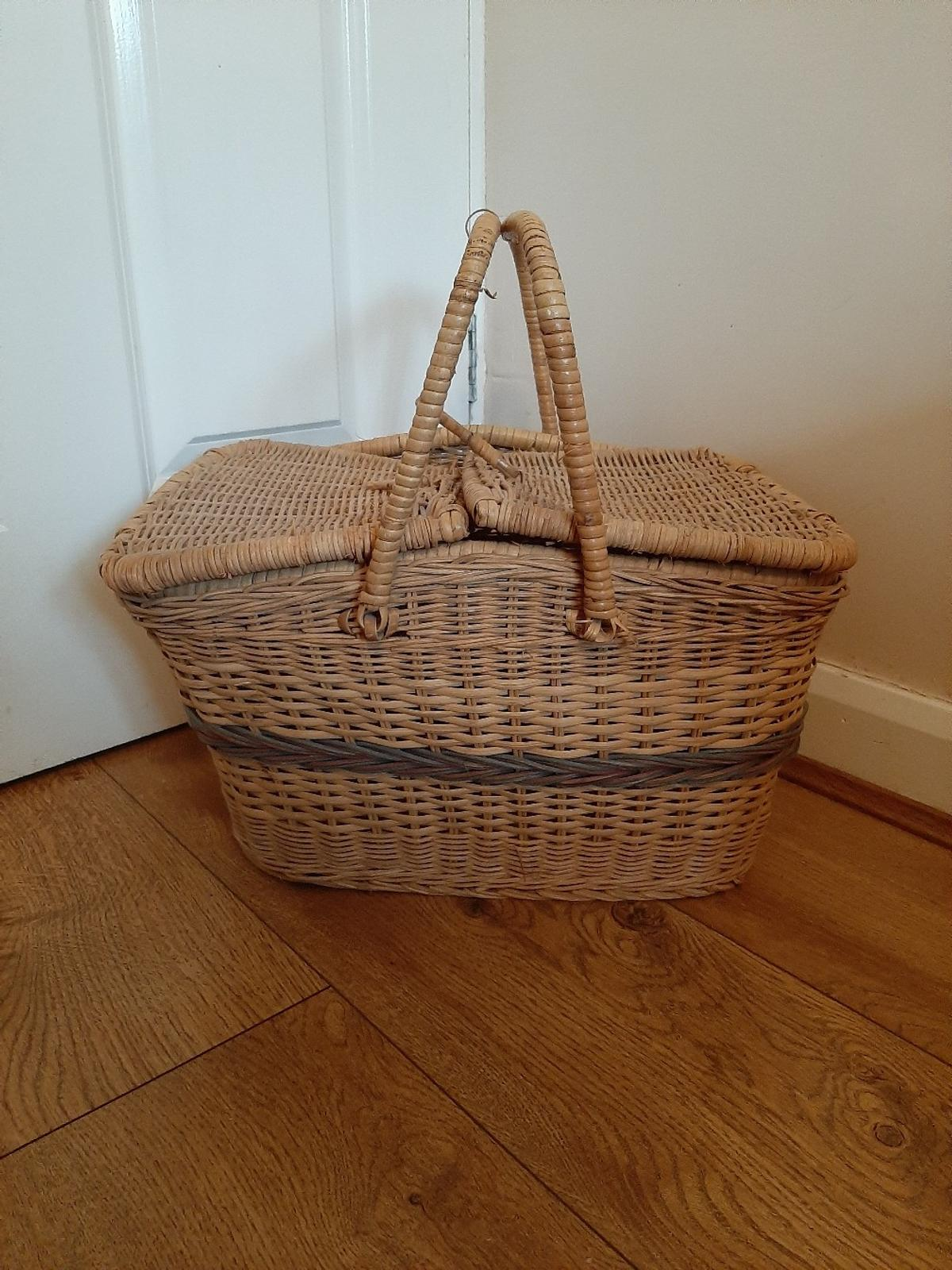 1950s Vintage Wicker Picnic Basket In Dy8 Dudley For 8 00 For Sale Shpock