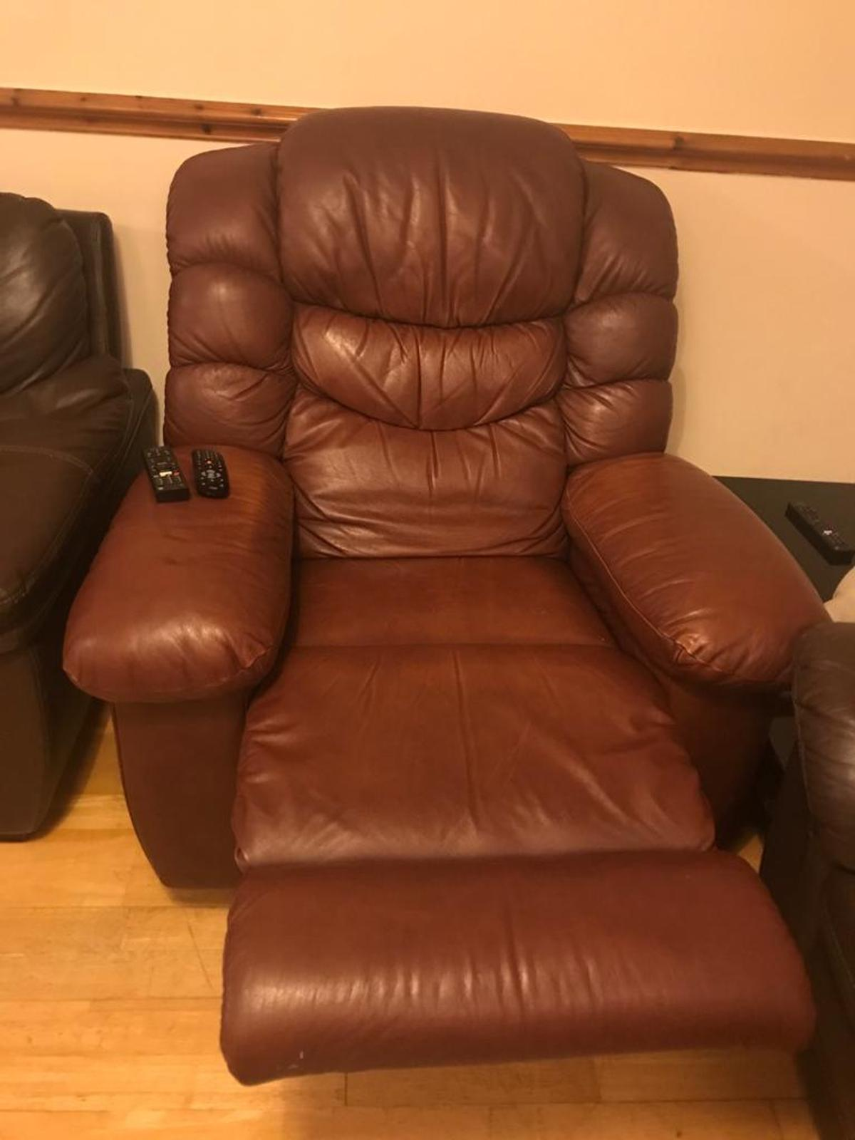 Picture of: Lazy Boy Reclining Chair In Brown Leather In Ub4 London For 150 00 For Sale Shpock