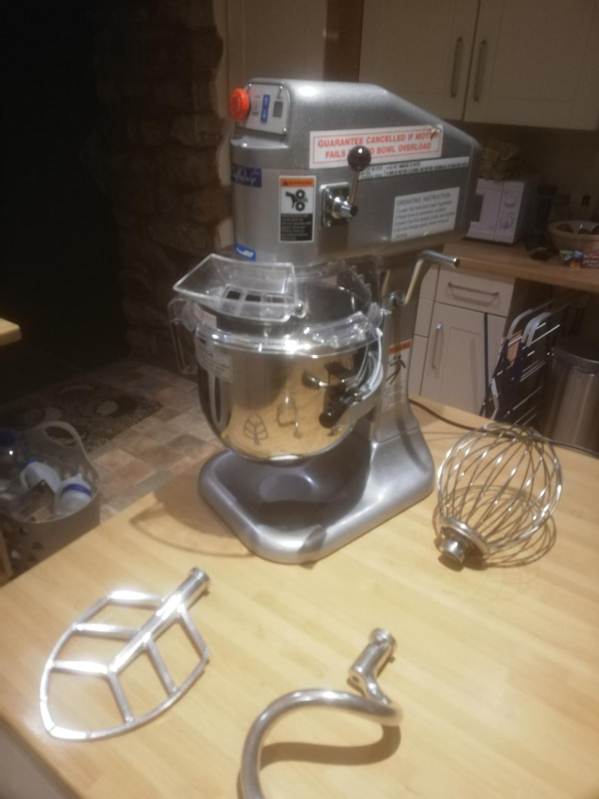 like new, rarely used would suit business use  Specification/Features include:  0.25hp Motor.  Variable Speeds 132/235/421.  Interlocking bowl guard and bowl lift.  Emergency stop button.  No volt release.  15 Minute timer.  Supplied with Bowl, Beater, Whisk and Spiral Dough Hook.  Dimensions D x W x H 40 x 30 x 58 cm.  Weight 29 Kg.  230V/0.2kW Single Phase.  13 amp plug fitted.  Accessories:  SP 800BL 7.5 Litre Bowl.  SP-800WH Whisk.  SP- 800FB Beater.  SP-800 HK  Spiral Dough Hook.