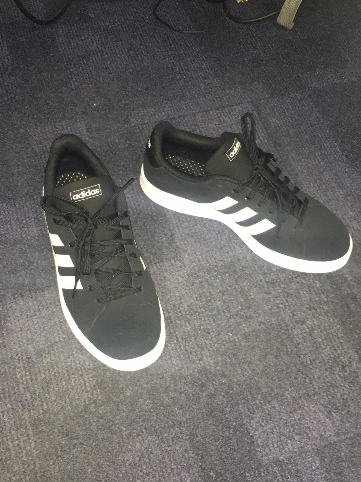 emparedado Autonomía Compatible con  mens adidas trainers size 9 uk in SW6 London Borough of Hammersmith and  Fulham for £50.00 for sale | Shpock