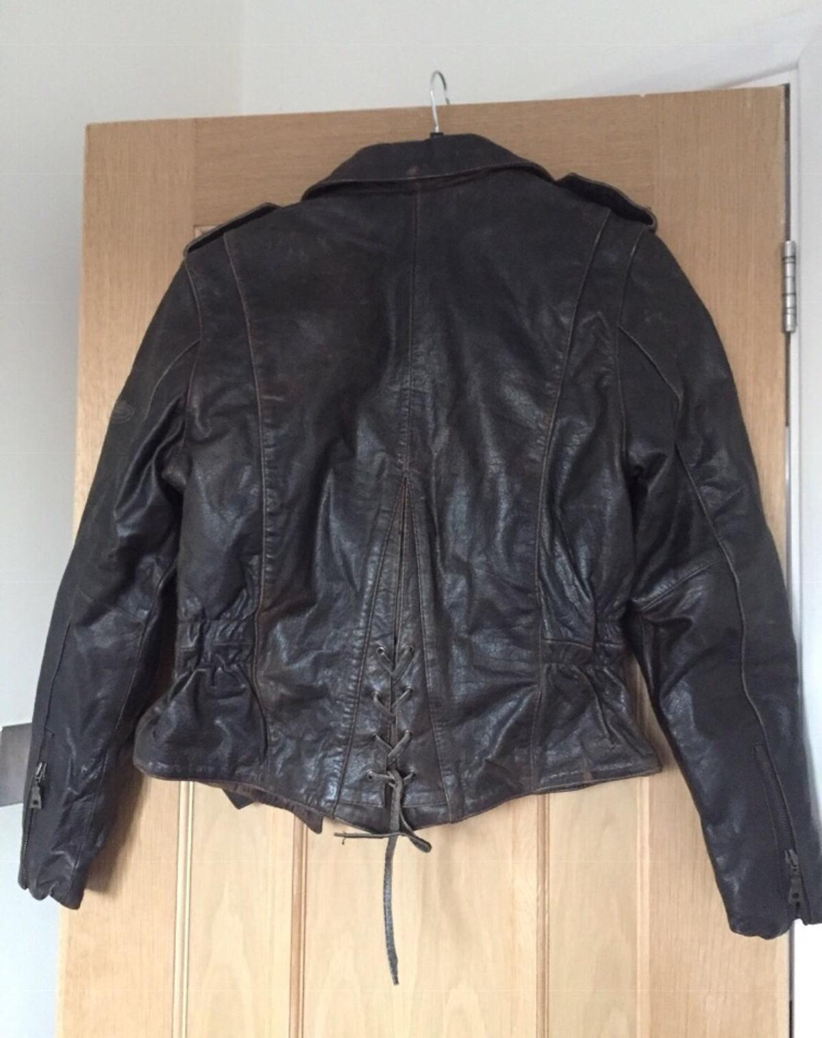 Vintage, new unused but old beautiful heavy and thinsulated authentic leather Jacket.  Captain Marvel movie she wears one very similar from age and time when riding the bike scene.  Has thinsulated lining so keeps you snug and warm.  size medium - M  Really has character and personality this Jacket.  Originally about $300 US.  Need quick sale so please make sensible offers Thanks  PayPal accepted. Cash and pick up preferred and can discount for this