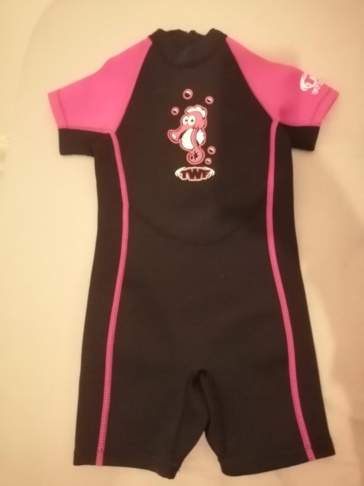 BRAND NEW! NEVER BEEN WORN SHOULD FIT 2-3 YRS