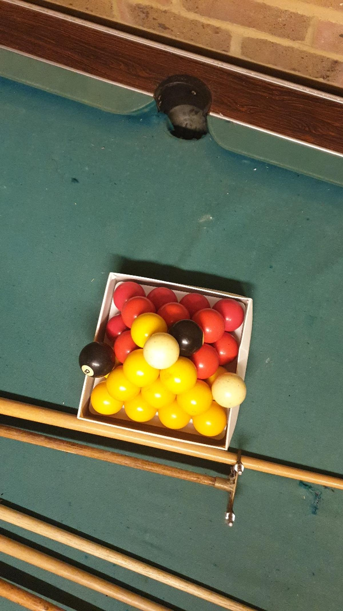 (Free play) coin operated pool table. Needs new felt (£35 on amazon). Cushions are fine. 3 cues, 2 rests, 2 white balls, 2 8balls, 14 yellow, 14 red. Collection only. Make me an offer