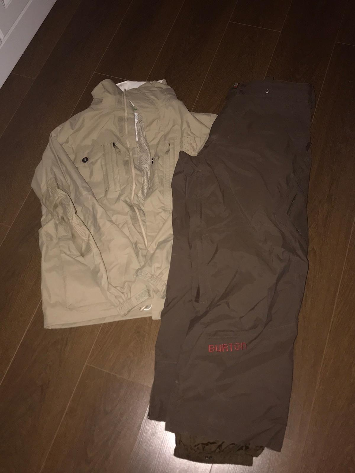 Good condition - a few marks but overall good condition  Burton size guide on picture