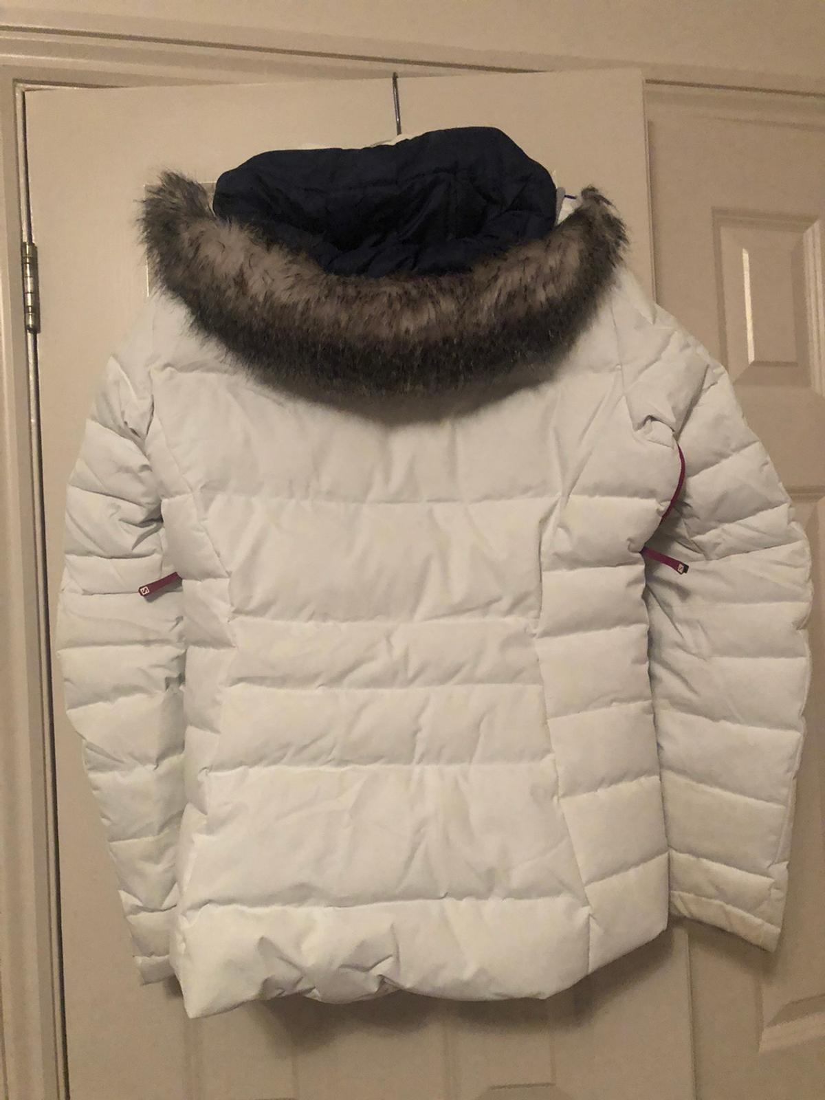 White Salomon ladies ski jacket which has been worn once. Unfortunately doesn't fit now :-( Only worn for 2 days. Amazing jacket in excellent condition. I feel guilty for selling it.