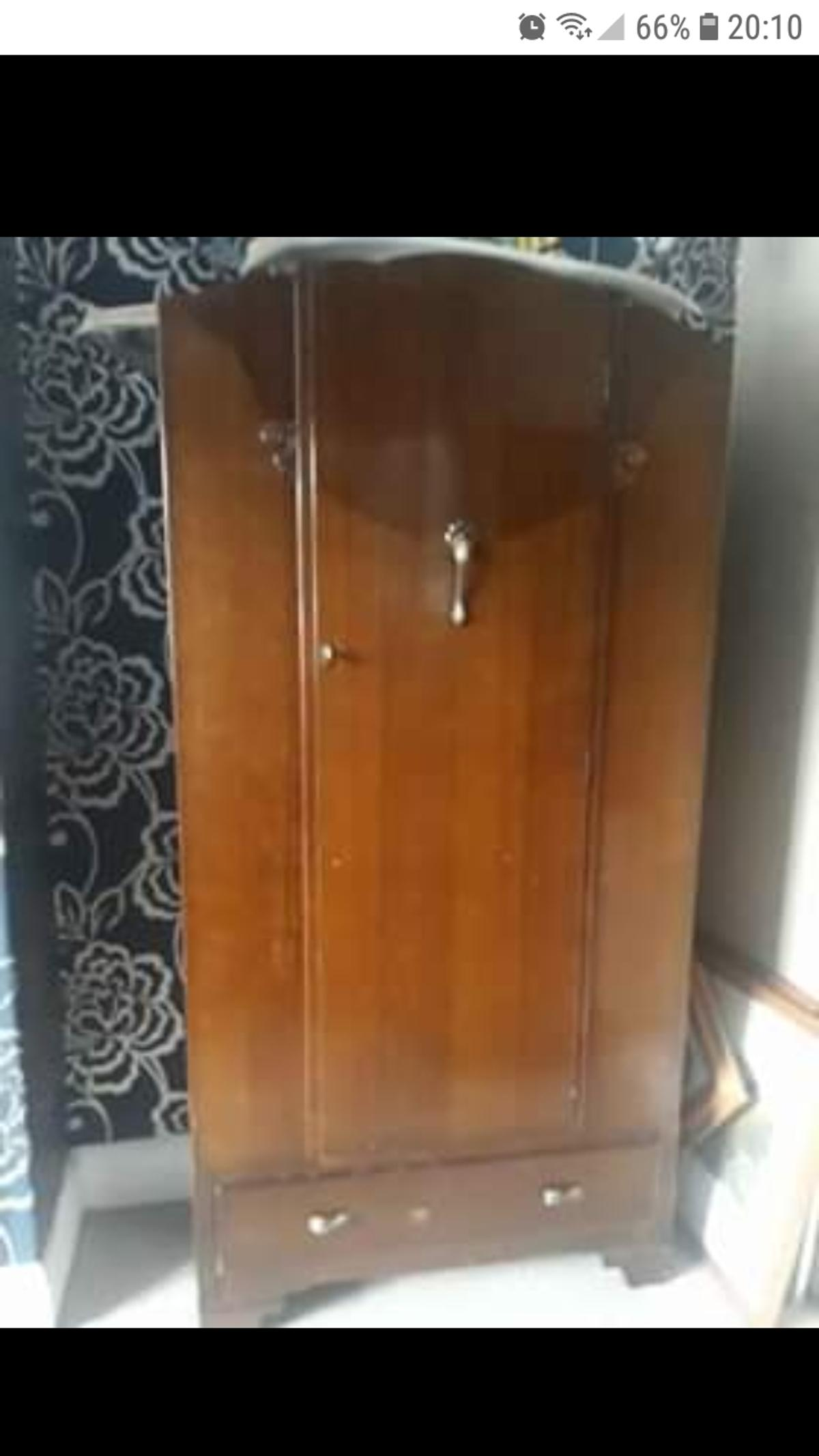 vintage oak veneer wardrobe been told 1930's 1940's 186cm high 93cm wide 43cm depth ideal for upcycling shabby chic good and solid with odd little scrap due to age I'm Whitby area possible delivery within reason