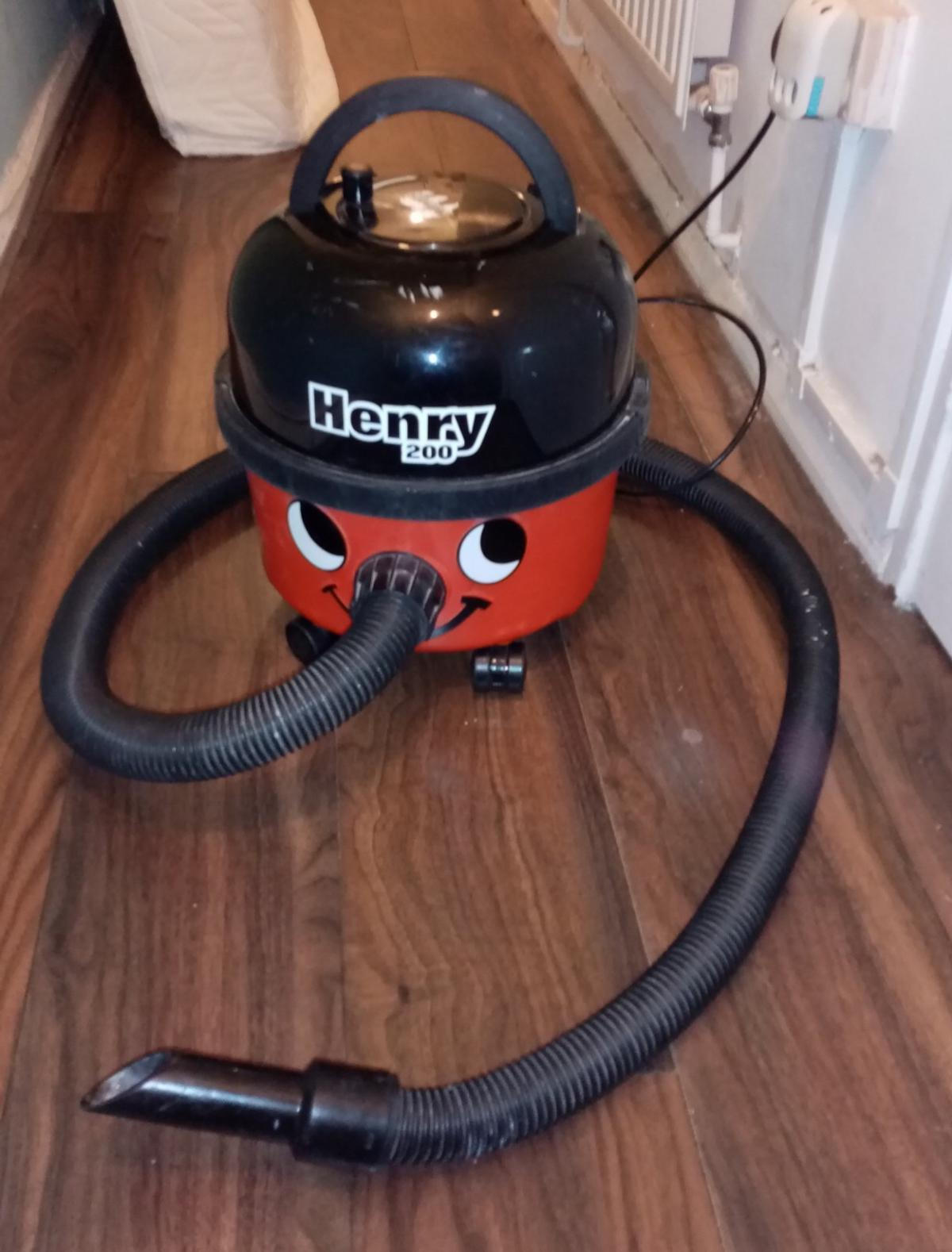 Henry hoover fully working order no attachments what you see is what u get u can get attachments of Shpock cheaply