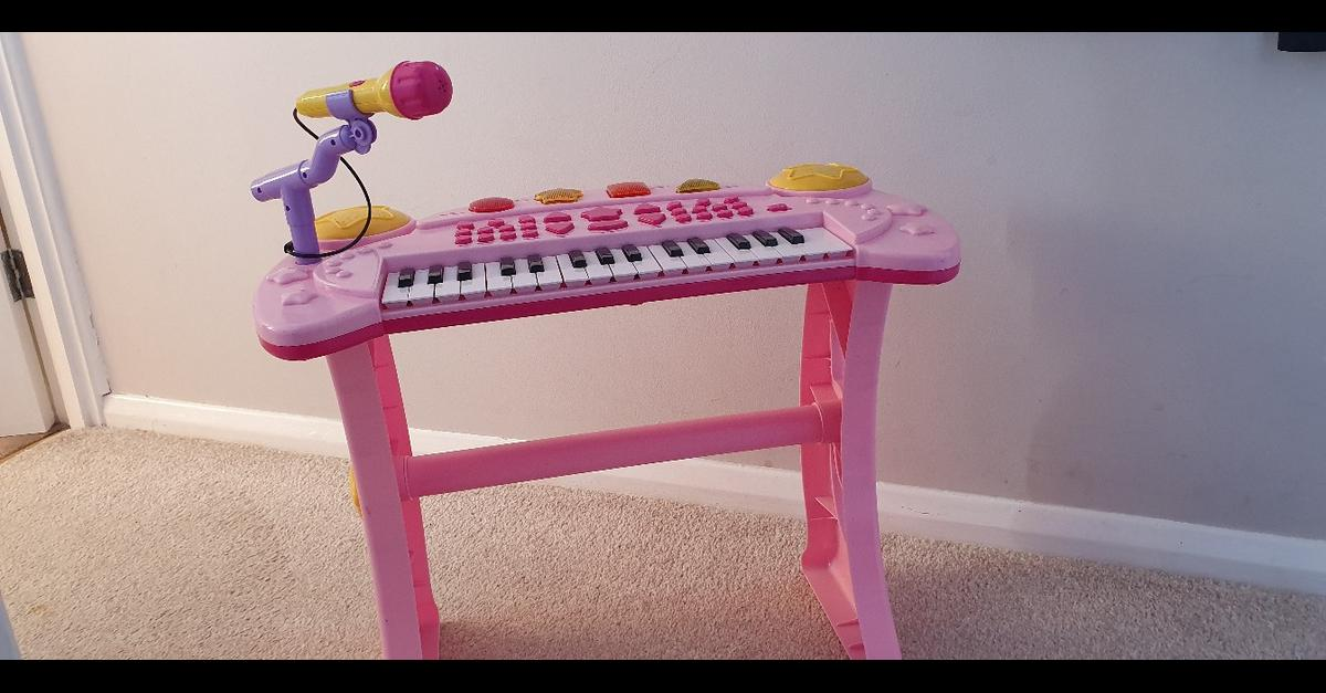 Childrens toys r us pink keyboard with microphone