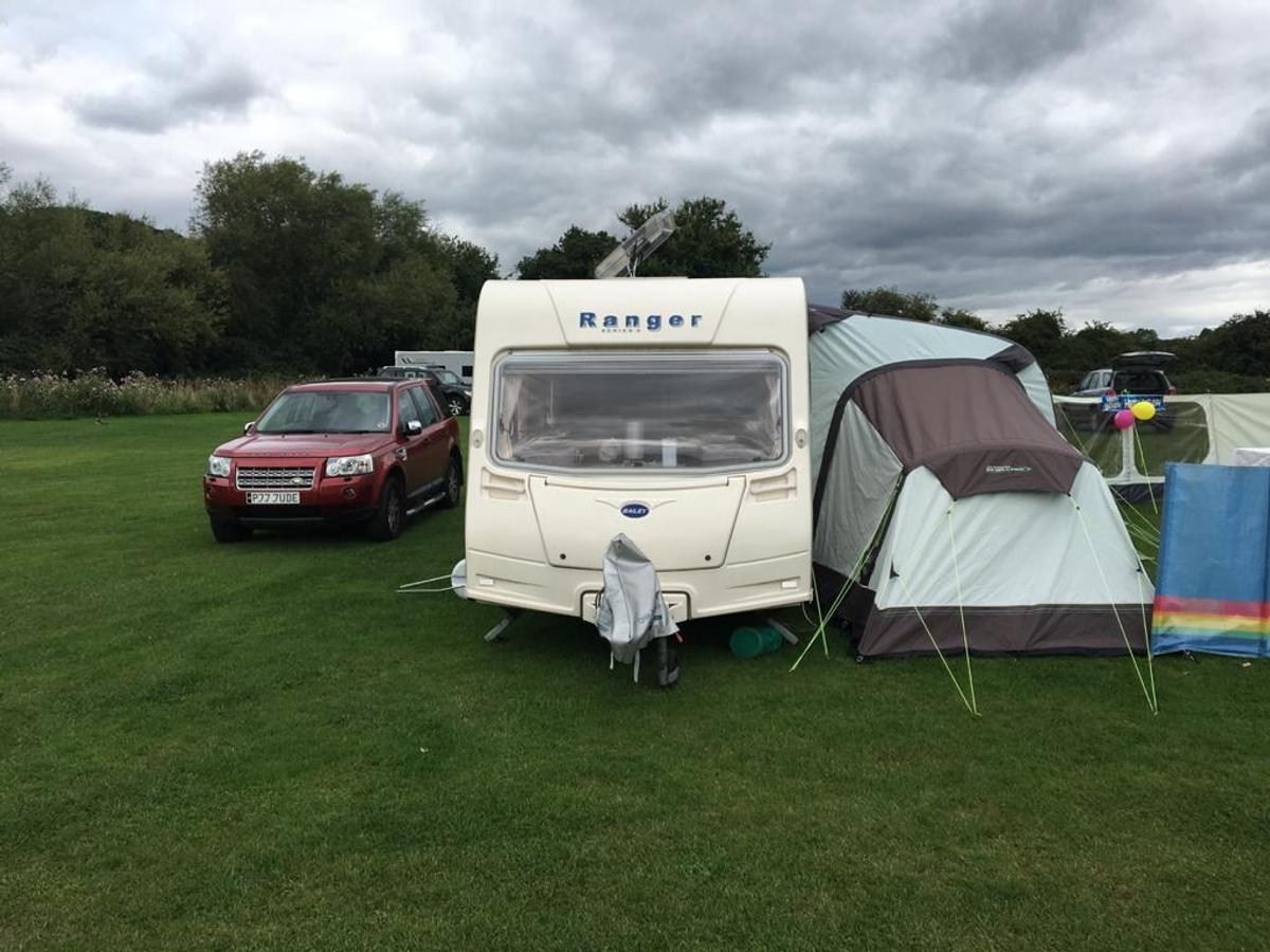 Outdoor revolution 420 air Awning, with two bedroom annex with inner tents, pump and bag, in excellent condition, well looked after and not used many times. Please note most of the pictures aren't ours, we only had the one. Still good and a bargain 👍