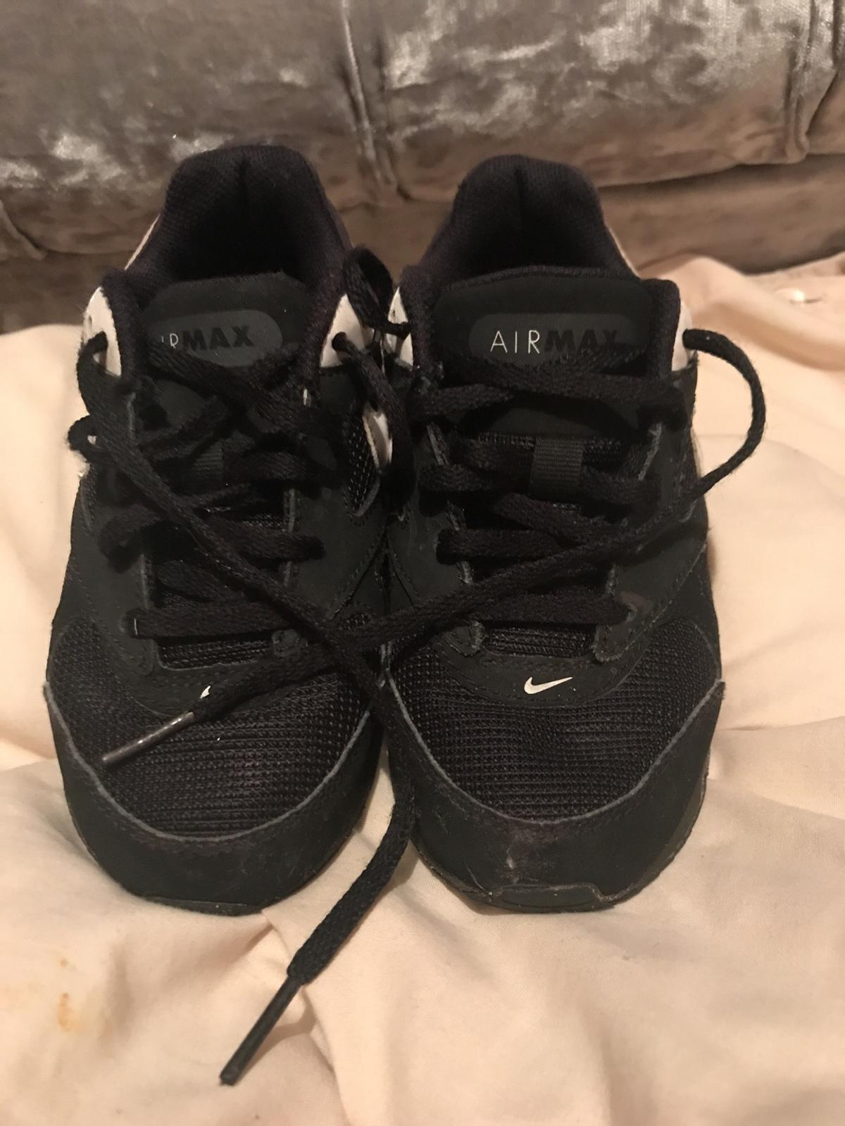 Size children 11 Nike trainers