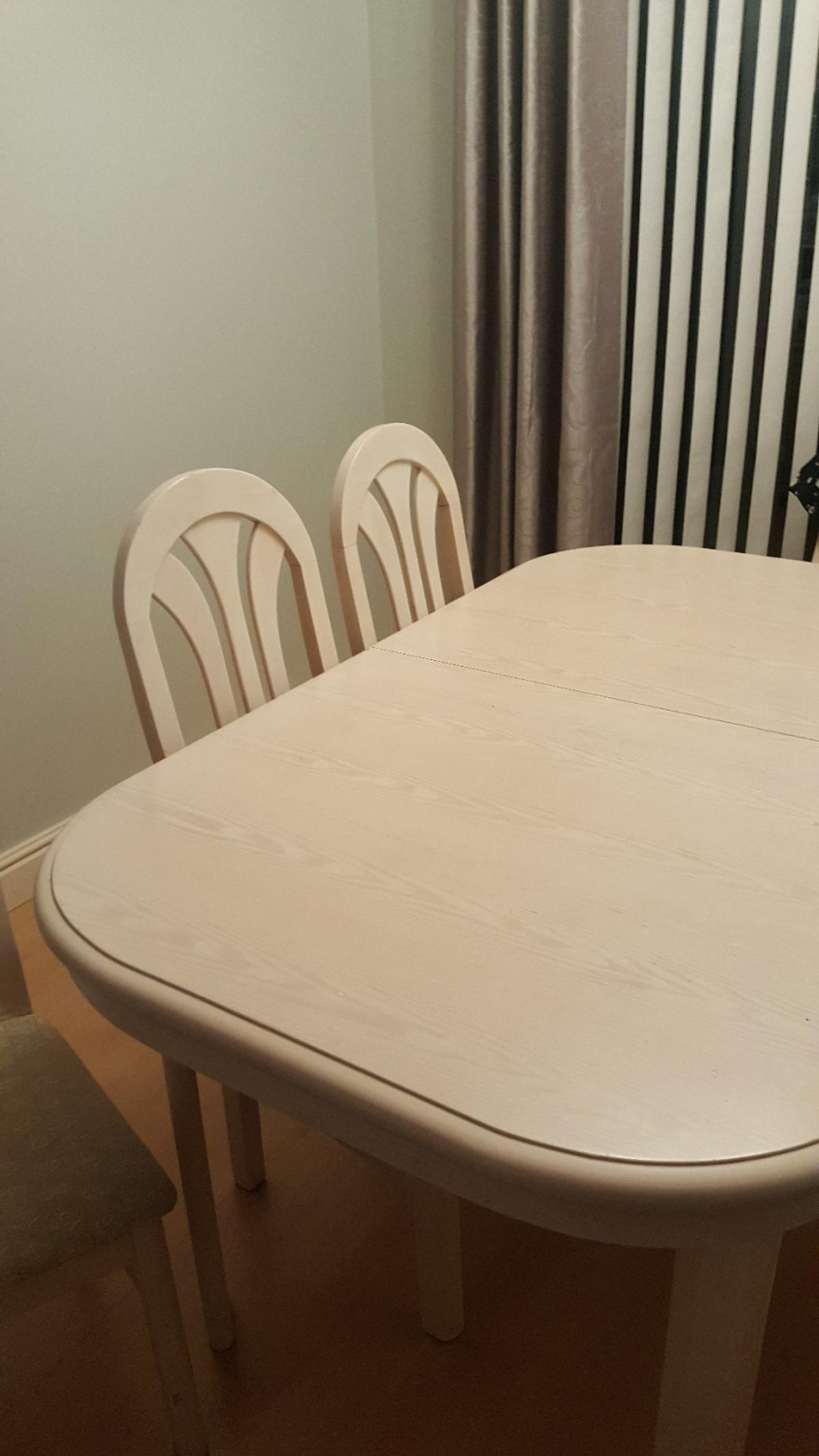 Extendable Table and Chairs.. Very good condition. Collection from Ng16 .Reduced for quick sale.