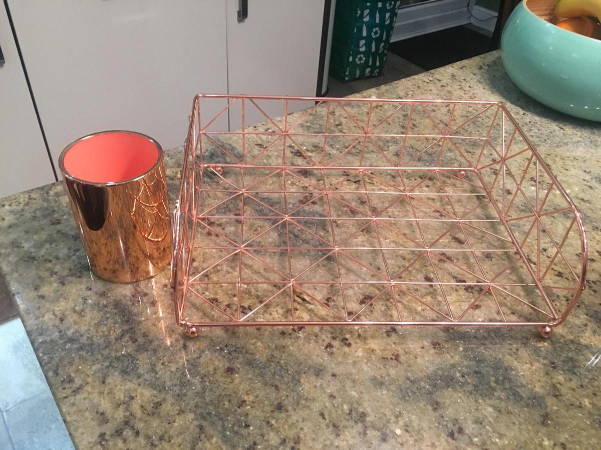Paper tray and pen pot in rose gold/copper