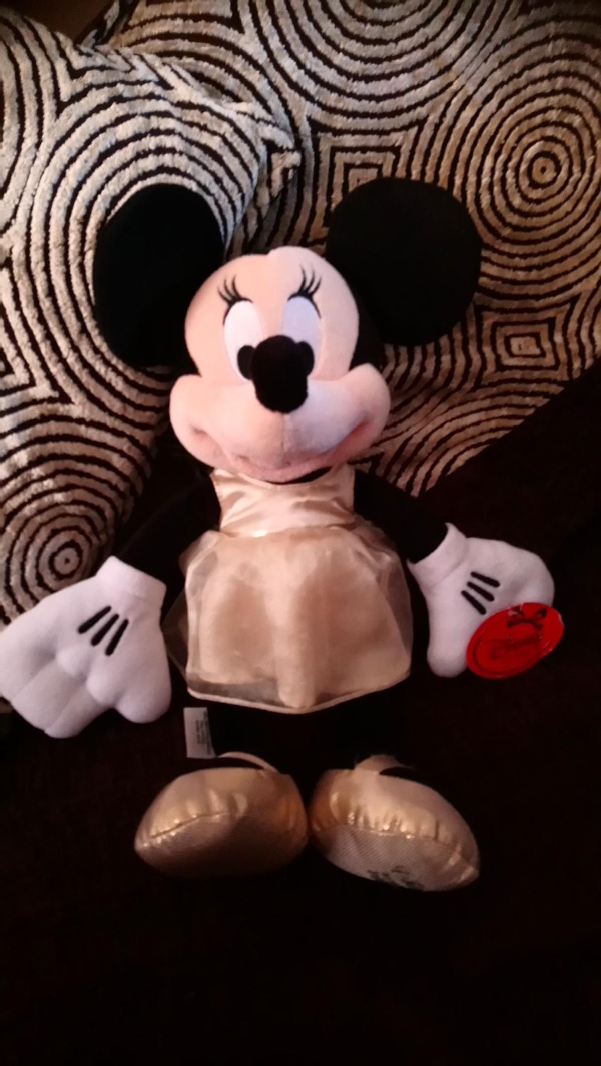 Disney minnie mouse soft toy 2013 edition, new condition with tags, postage available £3.00 p&p hermes tracked.