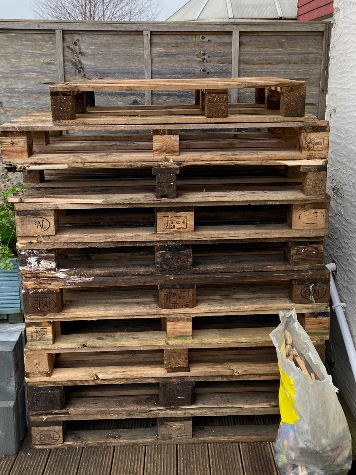 wooden pallets free in ME7 Gillingham for free for sale ...