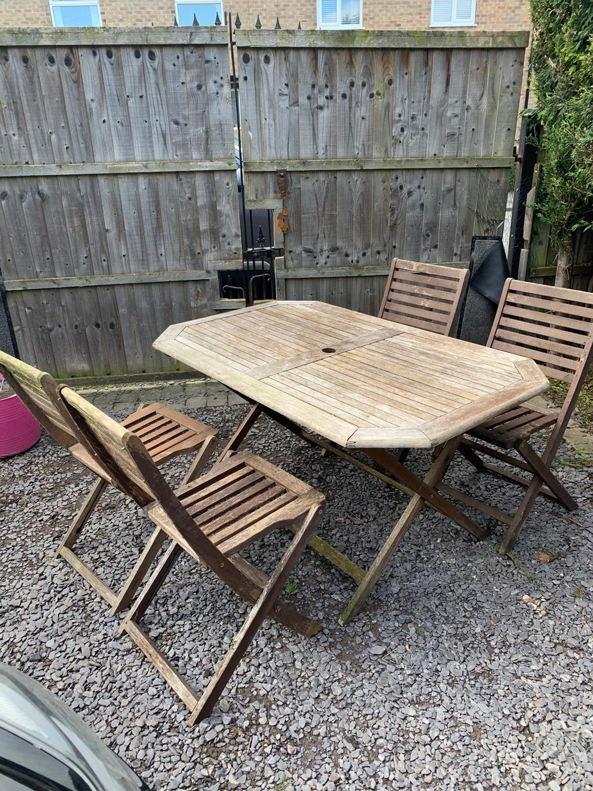 - Wooden Garden Table & Chairs Folding In NG11 Rushcliffe Für £ 25