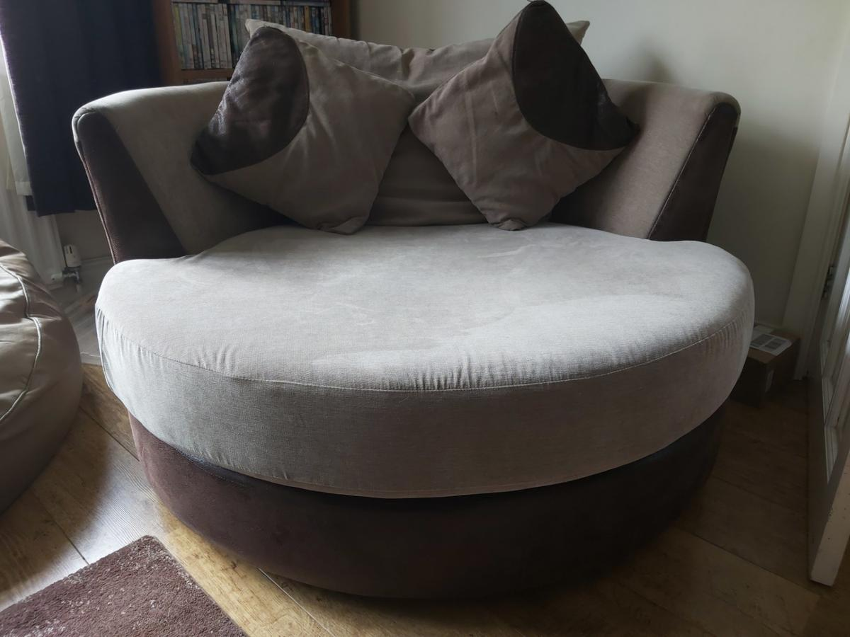 Cuddle swivel chair in Ashford for £65.00 for sale | Shpock