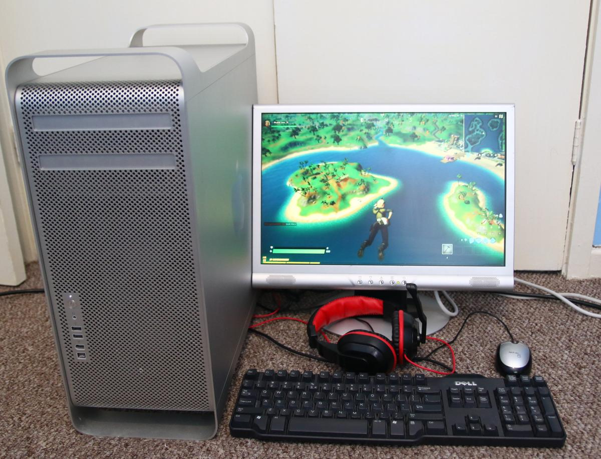 """Quad core Mac pro running Windows 10  2x dual core Xeon 5160 3ghz processors 11gb RAM 120gb SSD 400gb storage drive EVGA Geforce GTX 460 graphics card WiFi card DVD drive  19"""" 1440x900 AOC monitor  Gaming headset, keyboard and mouse  Windows 10 & libre office installed fully updated and activated  Ideal for web browsing, office / homework and casual gaming.  I've played CS:GO, Dota 2 and fortnite on this and it runs fine on low settings  Can be seen working when you collect  £220 ono"""