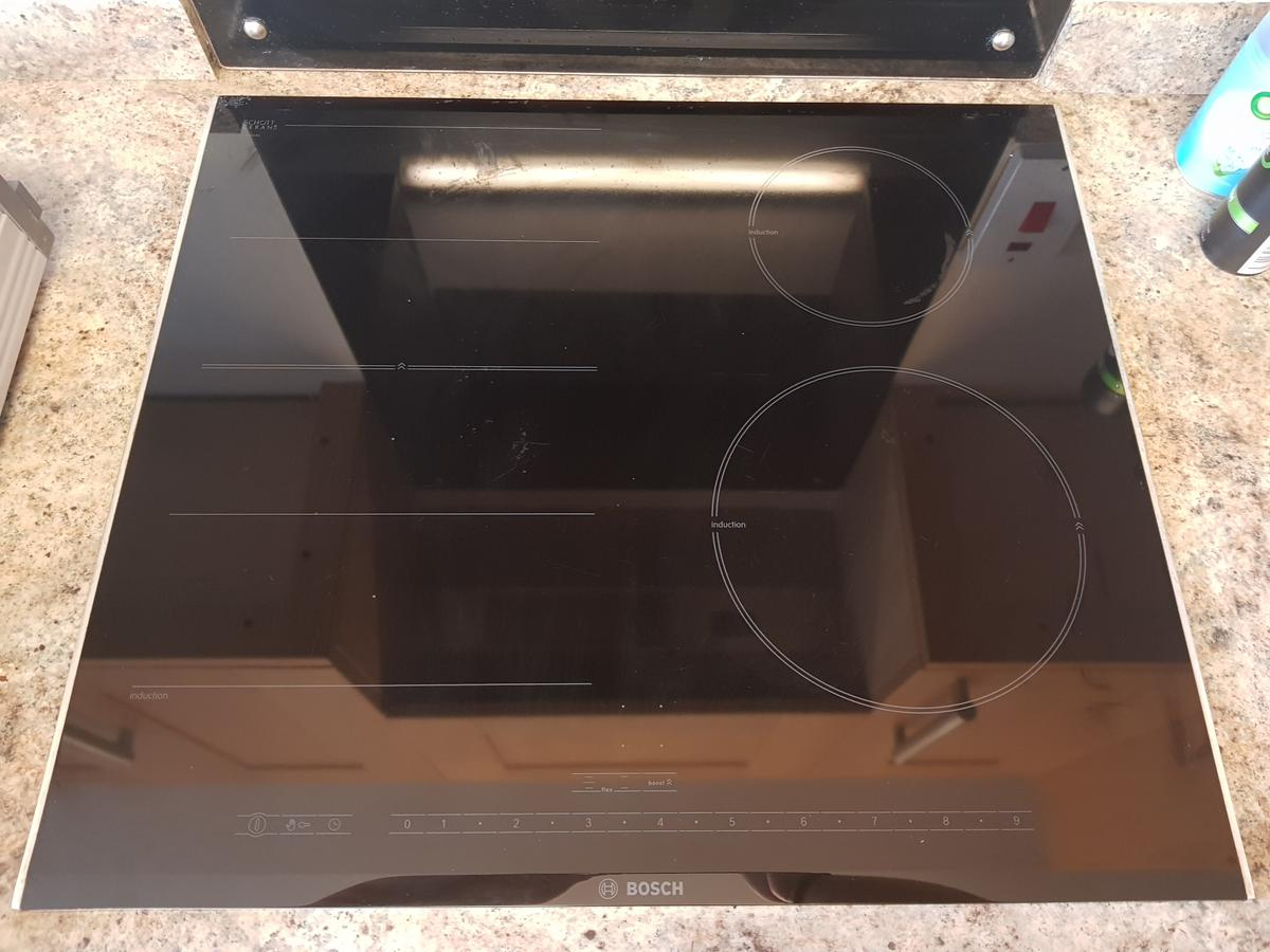 Bosch induction hob, I believe it's about 4 years old. We have moved into a house and do not have the pans to use this. Extremely well looked after, no instructions. Turns on ect but without the pans not 100% if everything is in working order. Collection only.