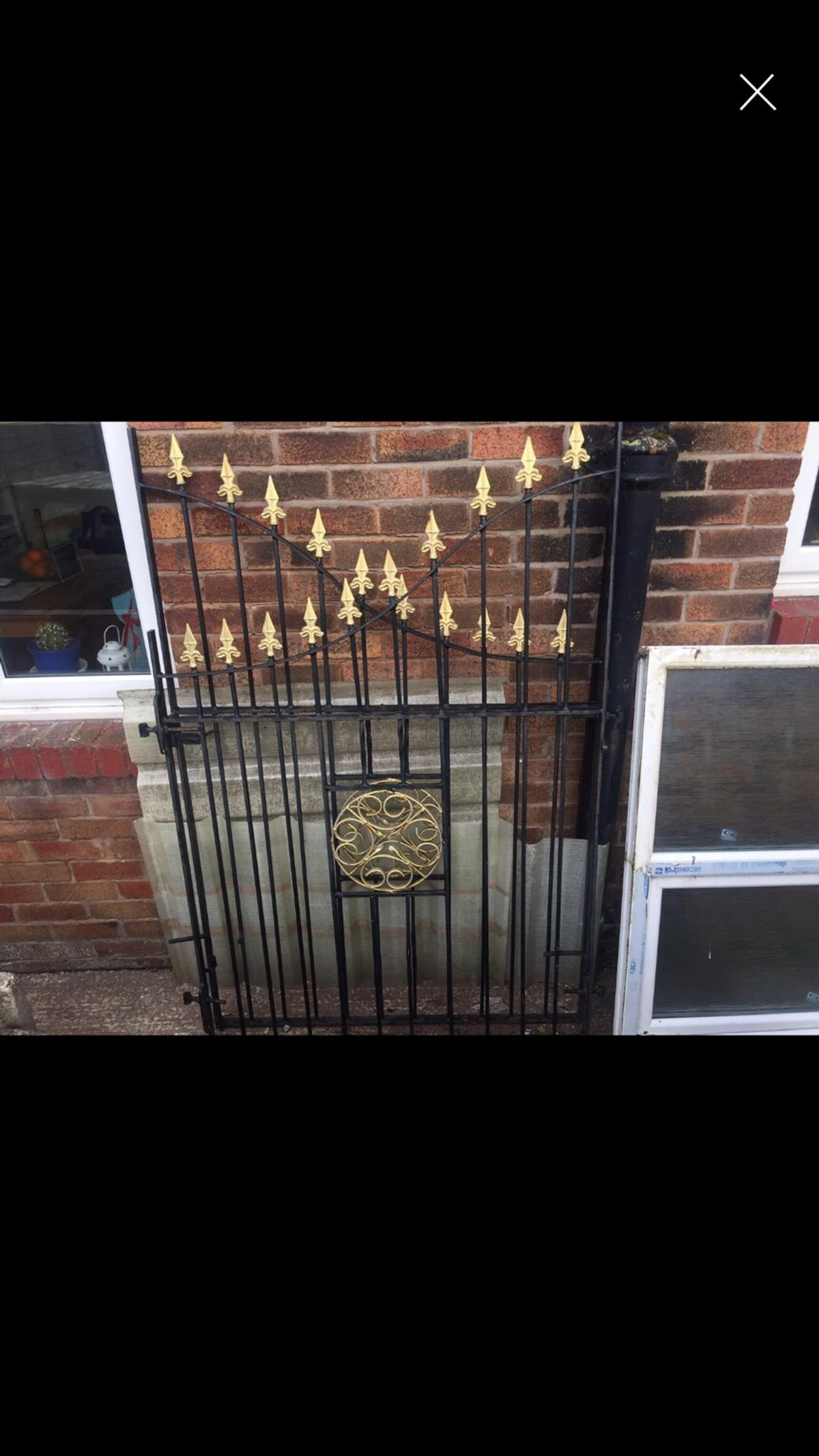 Width 2280mm ( 2@1140mm) Adjustable hinges to approx 125mm Highest point 1730mm Lowest point 1280mm Collection WN5 Pemberton, Wigan