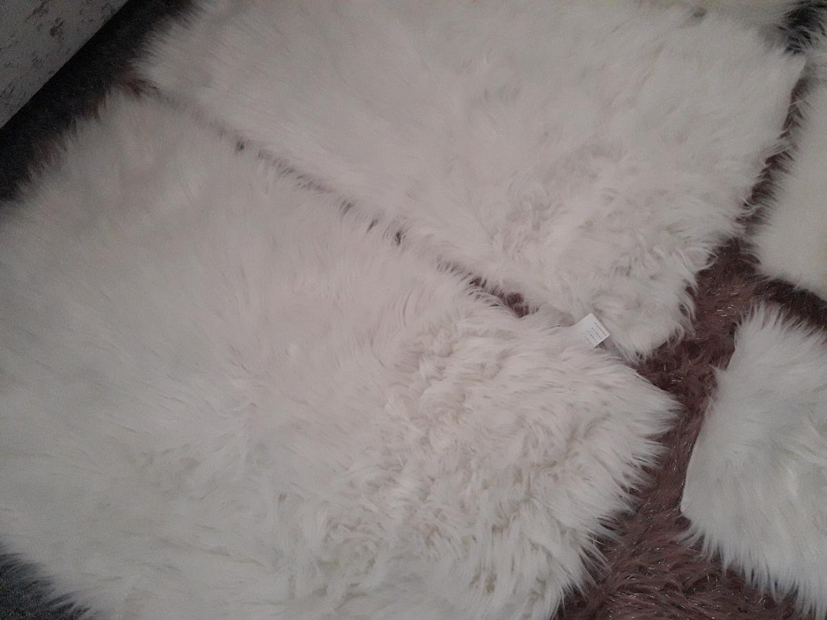2 small matching faux sheepskin rugs,2 white faux sheepskin seat mats 2 white matching cushions as new condition collection only from Bellamy road ng184qb