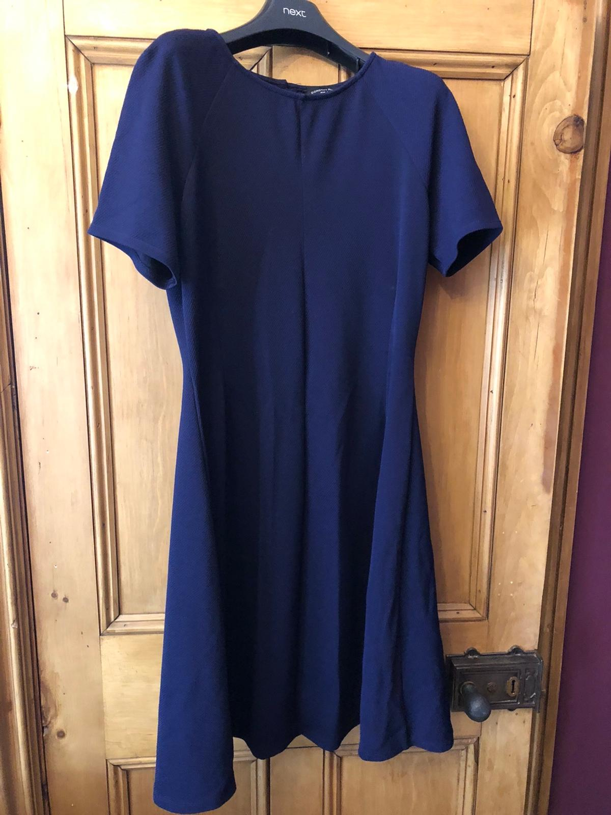 Gorgeous Navy Skater Dress Size 16.  Really flattering on just skins your curves.  Condition is Used (barley worn)  I'm having a massive dress clear out so please check out my other items  Pet and smoke free home  Dispatched with Royal Mail 2nd Class.