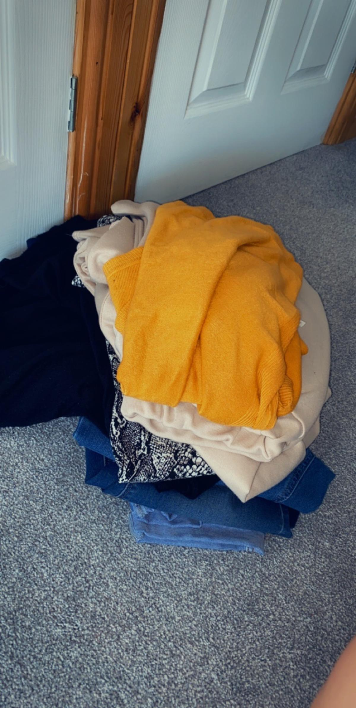 Size 18 jumper dress Size 18 long sleeve dress Size 18 2x over bump jeans Size 14 under bump jeans Size 18 lounge wear Size large mustard jumper  From primark new look and boohoo