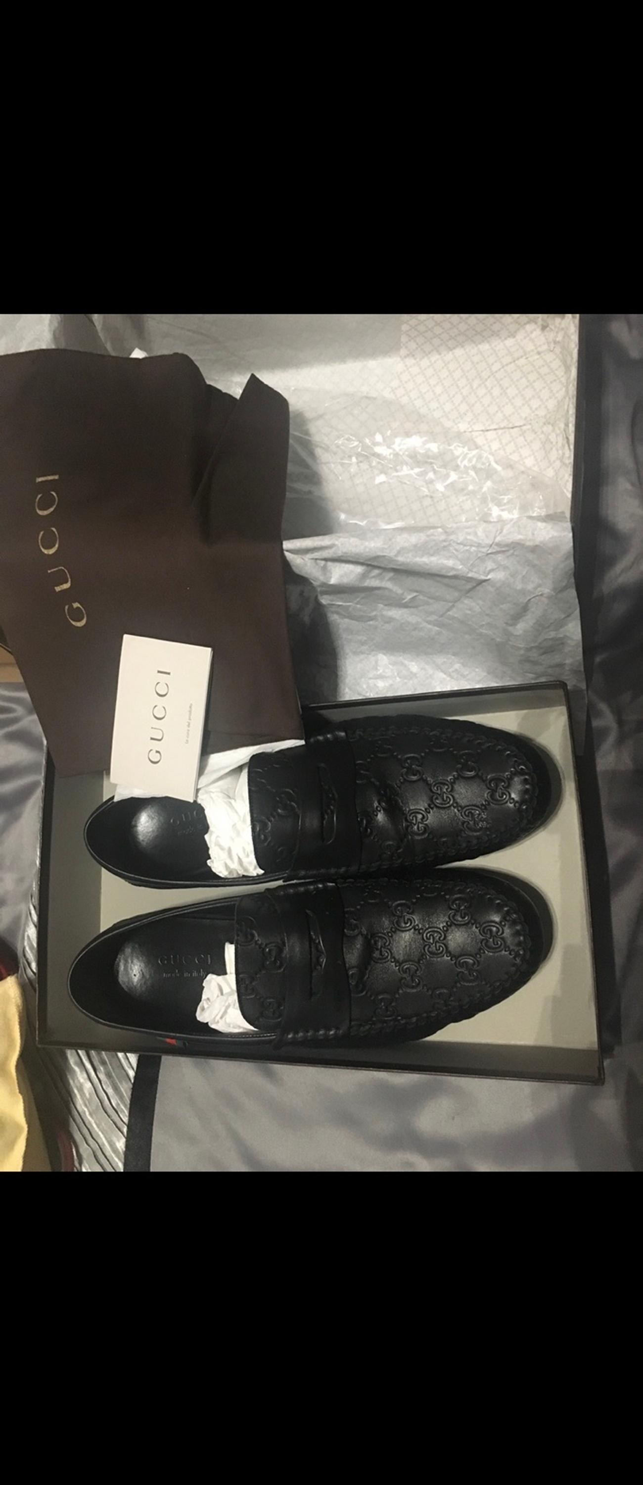 Hardly worn - in great condition mens black leather Gucci Loafers. A lovely classic design - great gift. Comes with packaging. All in good condition. Mens SIZE 9. Purchased for £300 from Selfridges LONDON