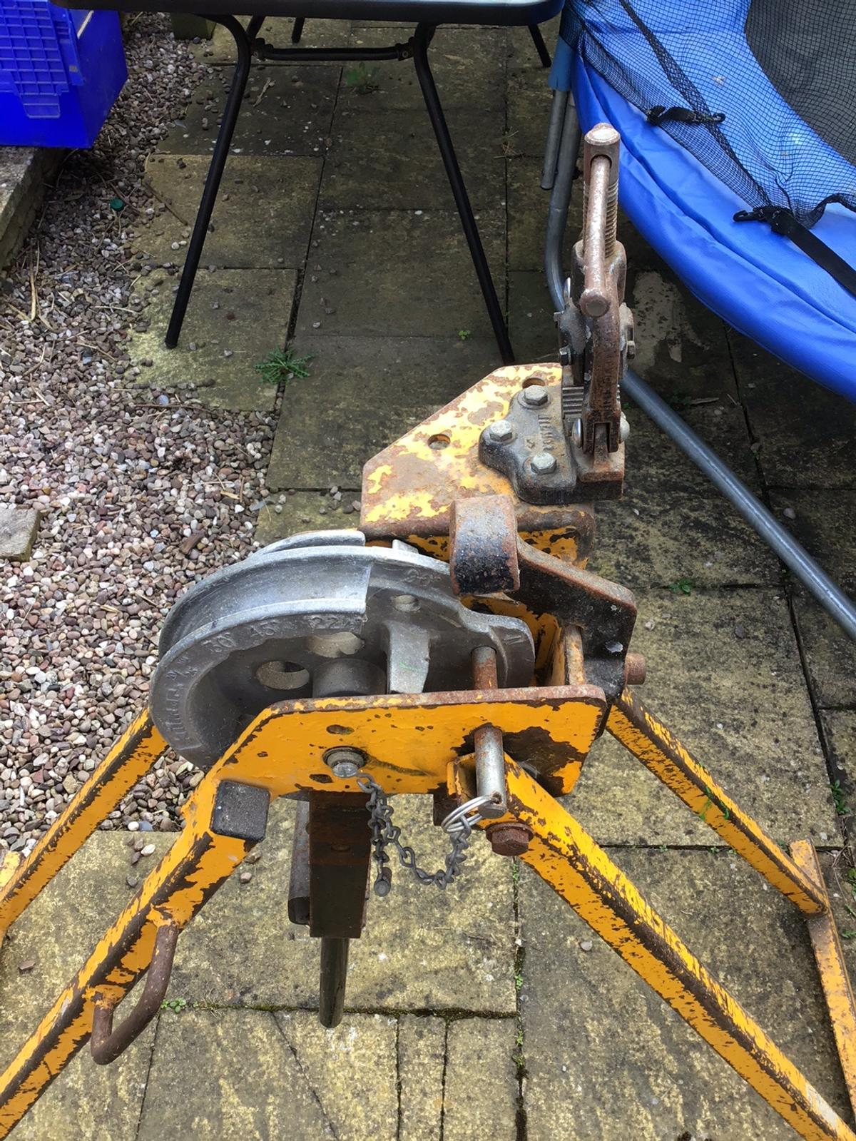 Bends 20 and 25 ml metal conduit Comes with pipe vise grip
