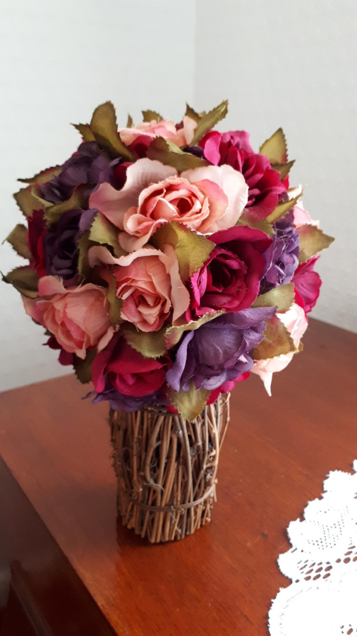 AS ABOVE,LOVELY COLOURFUL ARTIFICIAL FLOWER ARRANGEMENT,STEM IS MADE WOOD BRANCHES,FASTENED TOGETHER,THIS HAS A ROUND BOTTOM WITH FELT ATTACHED SO IT DOSENT SCRATCH U SURFACES STANDS UP ON ITS OWN,THIS HAS BEEN USED,BUT IN VGC, COLLECTION ONLY I DO NOT POST,COLLECTION MANS WOODHOUSE
