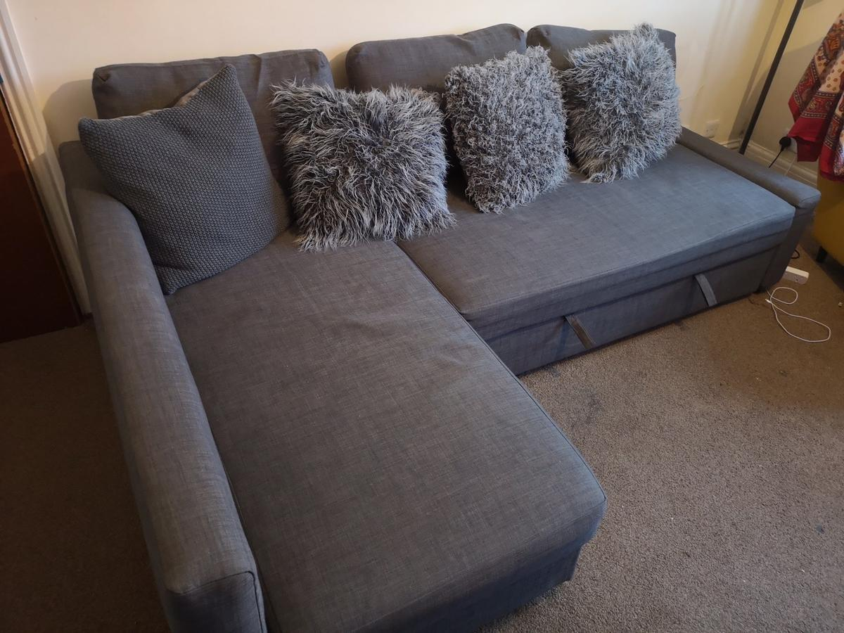 Amazing super comfy corner sofa cleaned and disinfected ready to find a new home and welcome your guests. In mint condition comes with 4 decorative pillows for free