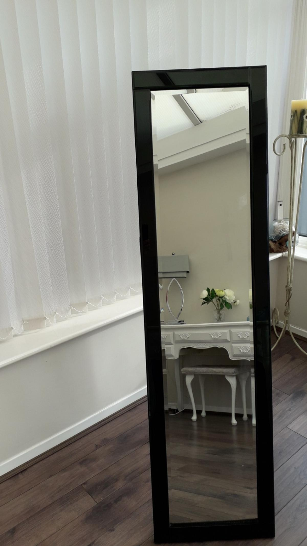 Beautiful cheval mirror edged in black glass. lovely peice for a bedroom. collect and cash only l12 £45ono45