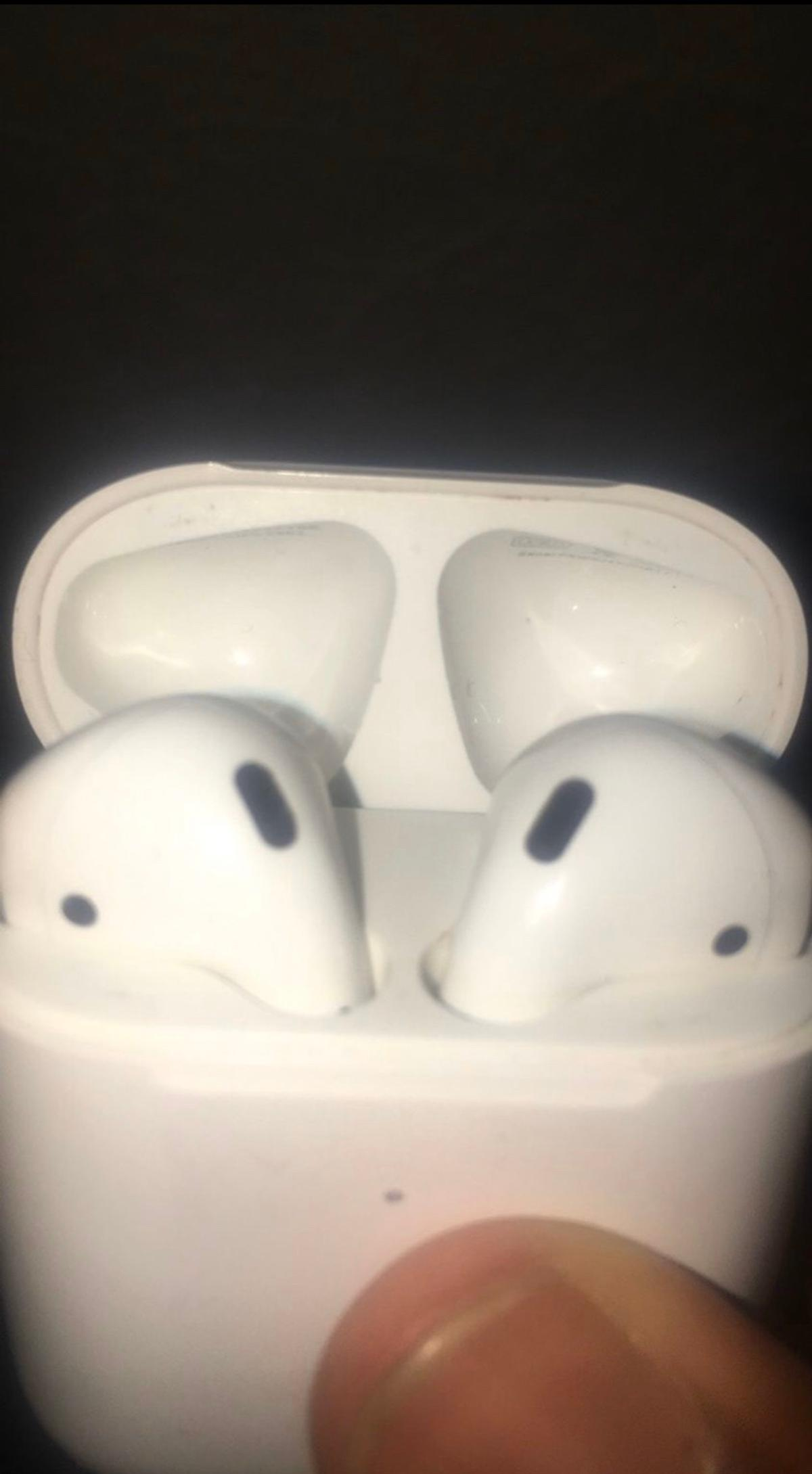 AirPod Gen 2 Great condition works perfectly (price negotiable)