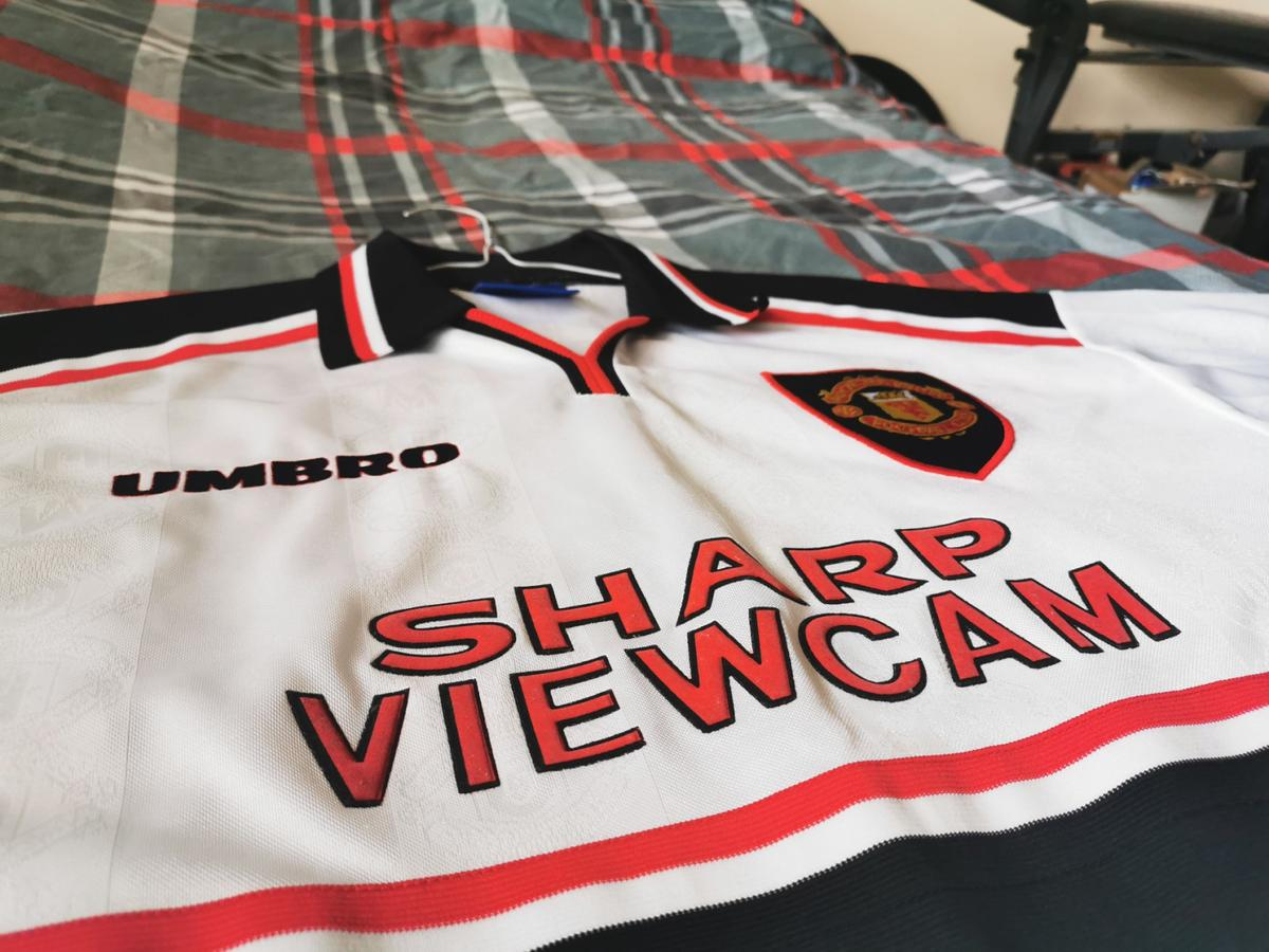 1996-97 Manchester United Away Jersey Small pull but otherwise, excellent condition Size: Large