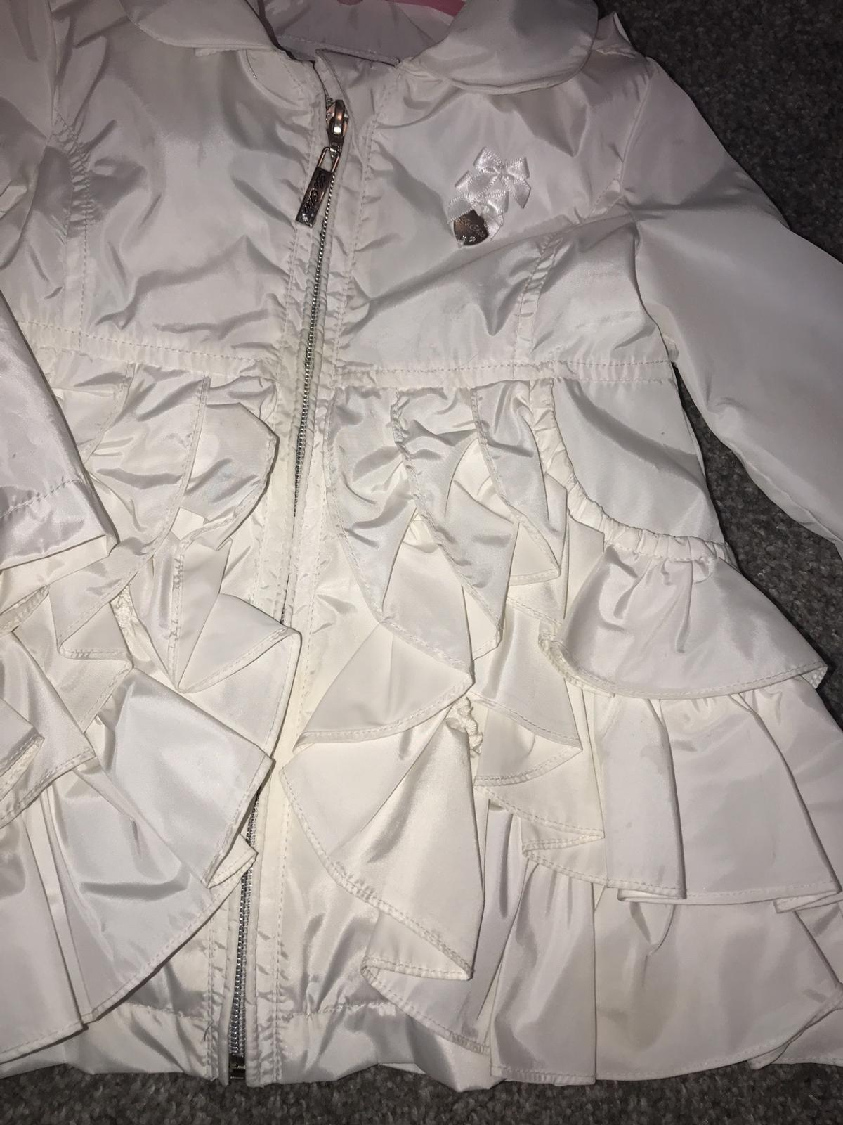 Immaculate condition! Hardly worn baby girls white ruffle summer coat size 80! Also have this in pink to collection only or can post out for postal cost!