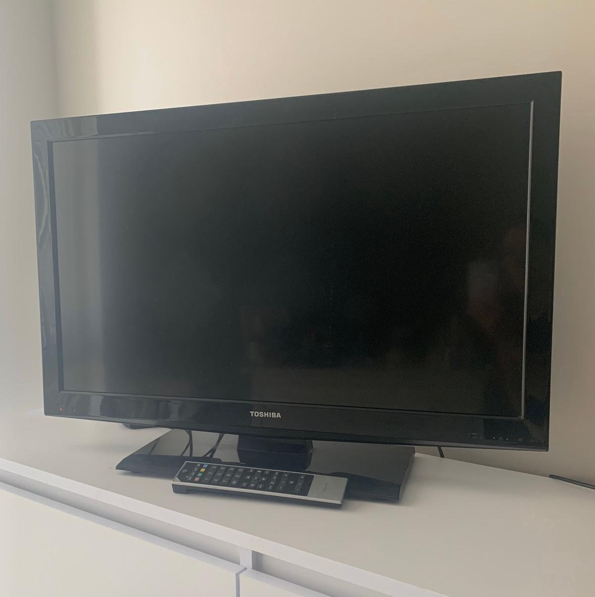 32 inch Toshiba TV fully working with remote control. Free view