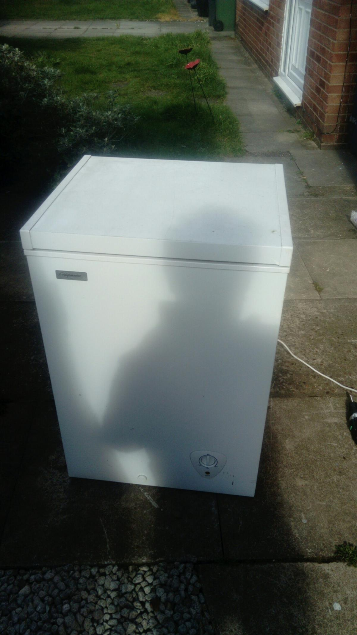 White upright free standing chest freezer 98l capacity volume lift up lid front temp control panel good used condition model less than 5 years old minor marks on lid from people putting boxes on