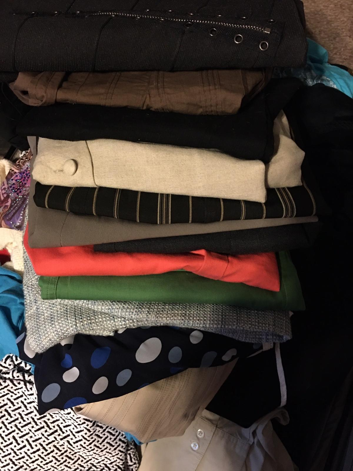 Wardrobe Size 4 Over 200 items of Clothing Some w tags still on Guess (A lot of Guess! Clothes) Ann Taylor Tahari  The Limited Boutique Attire And many more name brands 48 Dresses 12 Biz Suits 14 Pants Capris Jeans Skirts 33 Tops 34 Camisoles And more