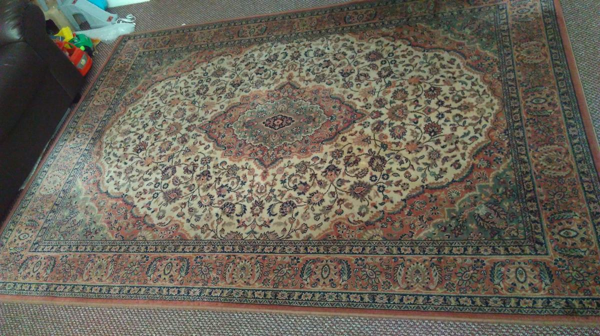 large rug in good condition and good quality size length 91 inches wide 66 inches can deliver in Blackburn Blackpool Fleetwood Preston poulton wyre darwen accrington burnley and surrounding areas only in £2