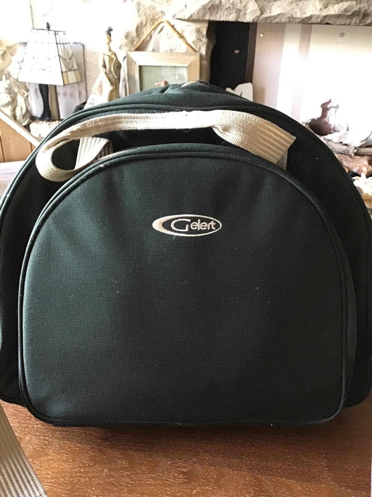 New without tags two piece setting ,large insulated compartment for keeping your food cool,handles or shoulder strap which is removable ,classy finish in British racing green