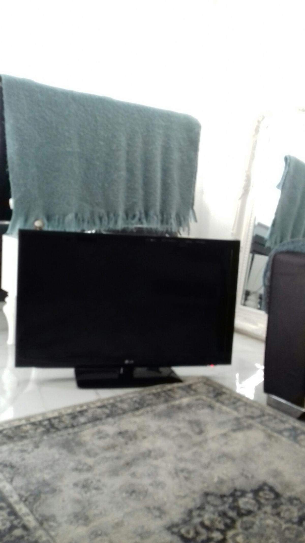 40 INCH LG TV GOOD WORKING ORDER SELLING DEW TO DOWNSIIZING HOUSE COLLECT ONLY NO TIME WASTERS PLEASE