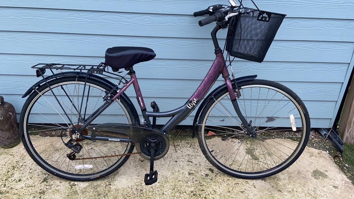 Used once only by my wife and then been sat in the shed. Might want a little tlc but it really would be oiling and pumping tyres up. This is otherwise a new bike Comes with additional basket we got, shown attached in picture.